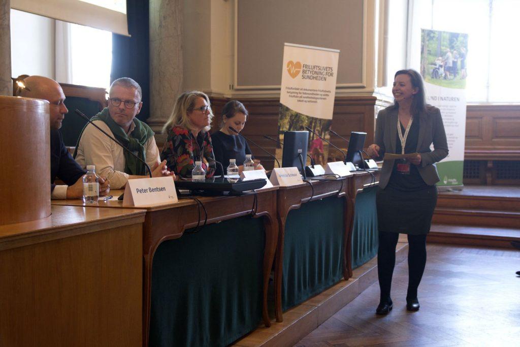 Julie Søgaard ordstyrer Friluftsrådet Sund i Naturen Grøn journalist kommunikatør moderator miljøjournalist naturjournalist klimajournalist energijournalist kopi