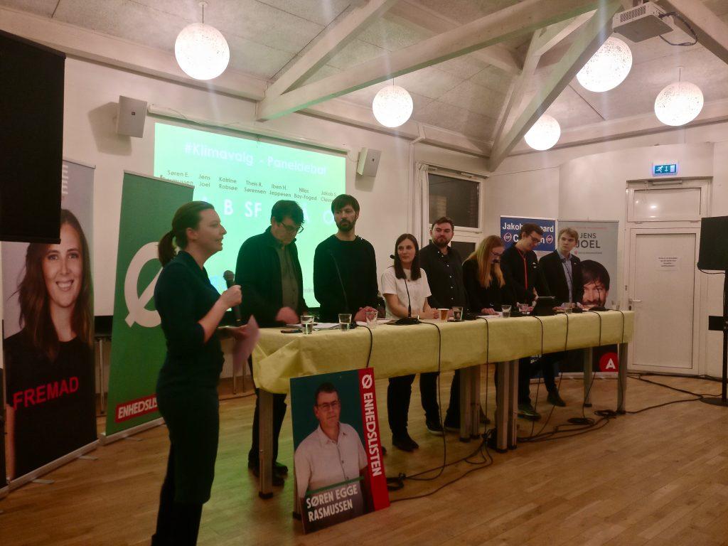 ulie Søgaard er ordstyrer på Klimavalg - paneldebat marts 2019 i Aarhus